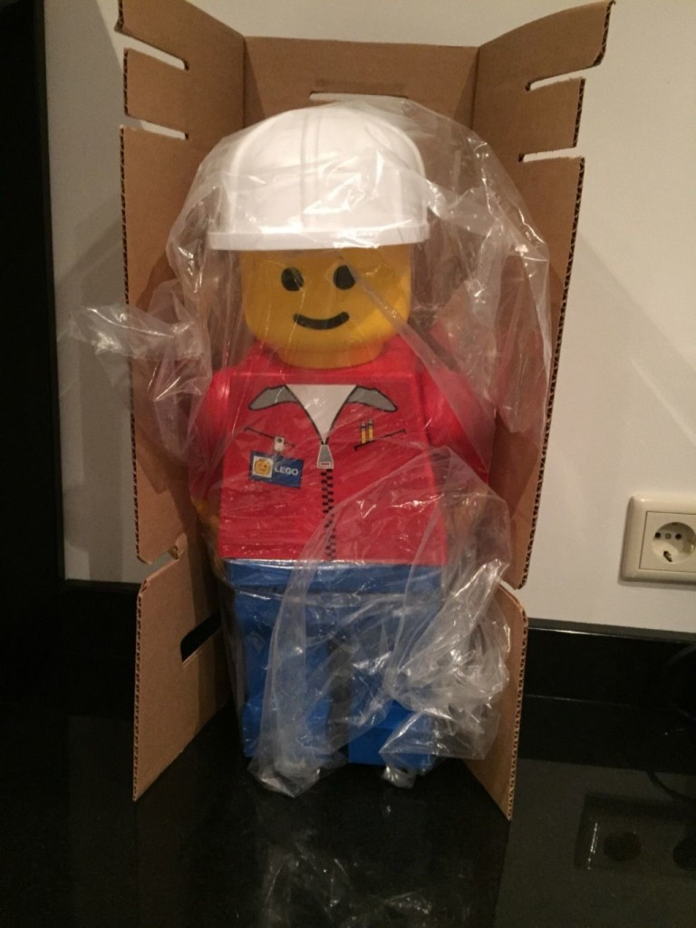 Lego 19 inch minifigure store display minifigure packing materials
