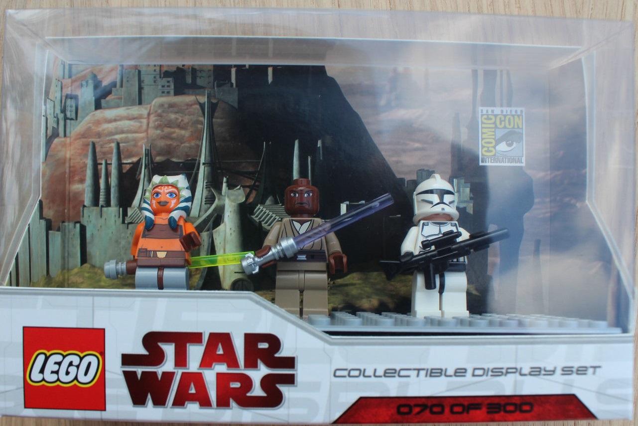 Lego SDCC 2009 Dislay Set 1 comcom004-1