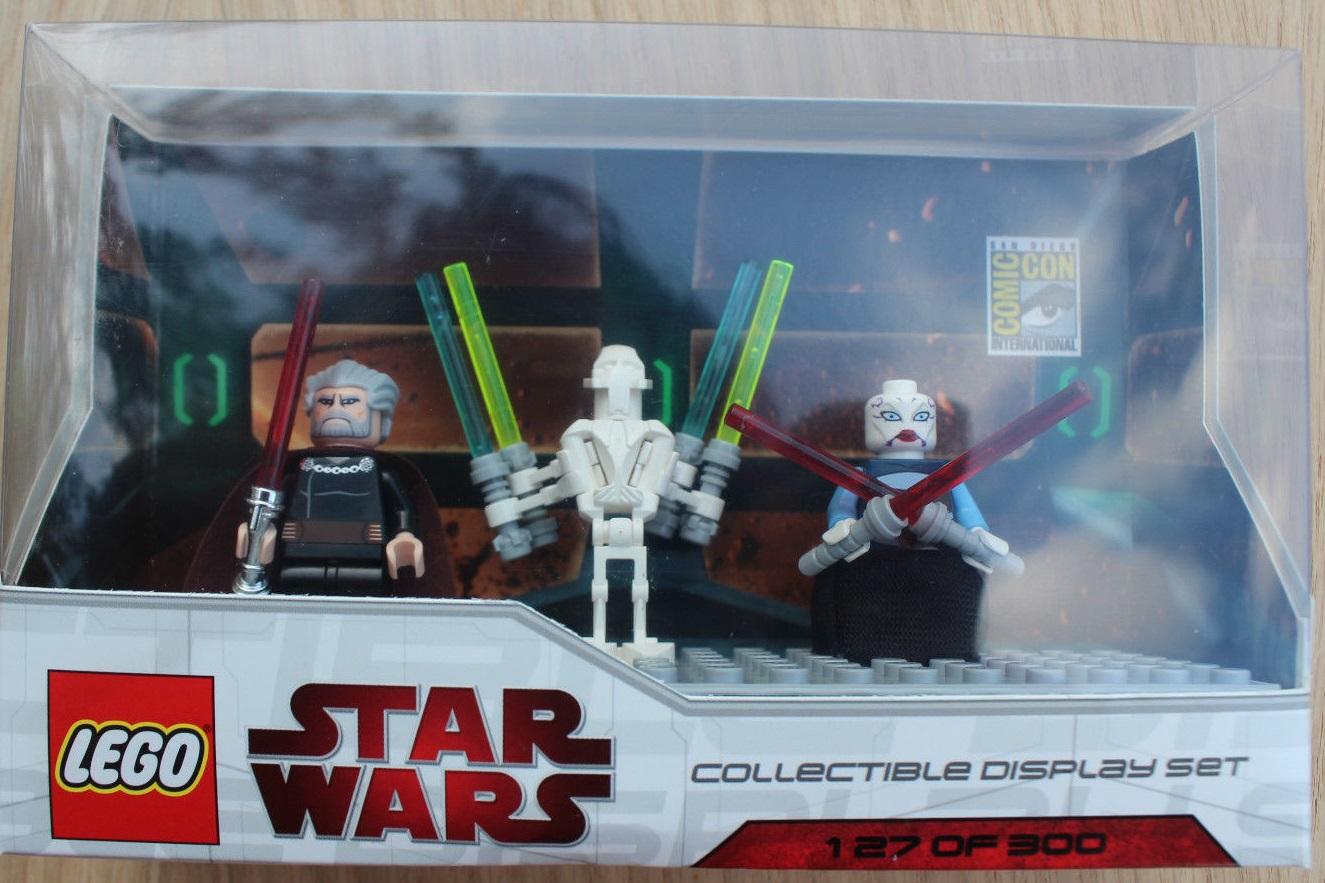 Lego SDCC 2009 Dislay Set 4 comcom006-1