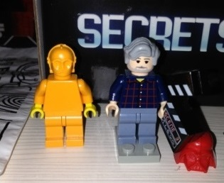 George-Lucas-Prototype-minifigure-With-Orange-C-3PO-Prototype-Figure-Billund-and-Red-Darth-Vader-Mask