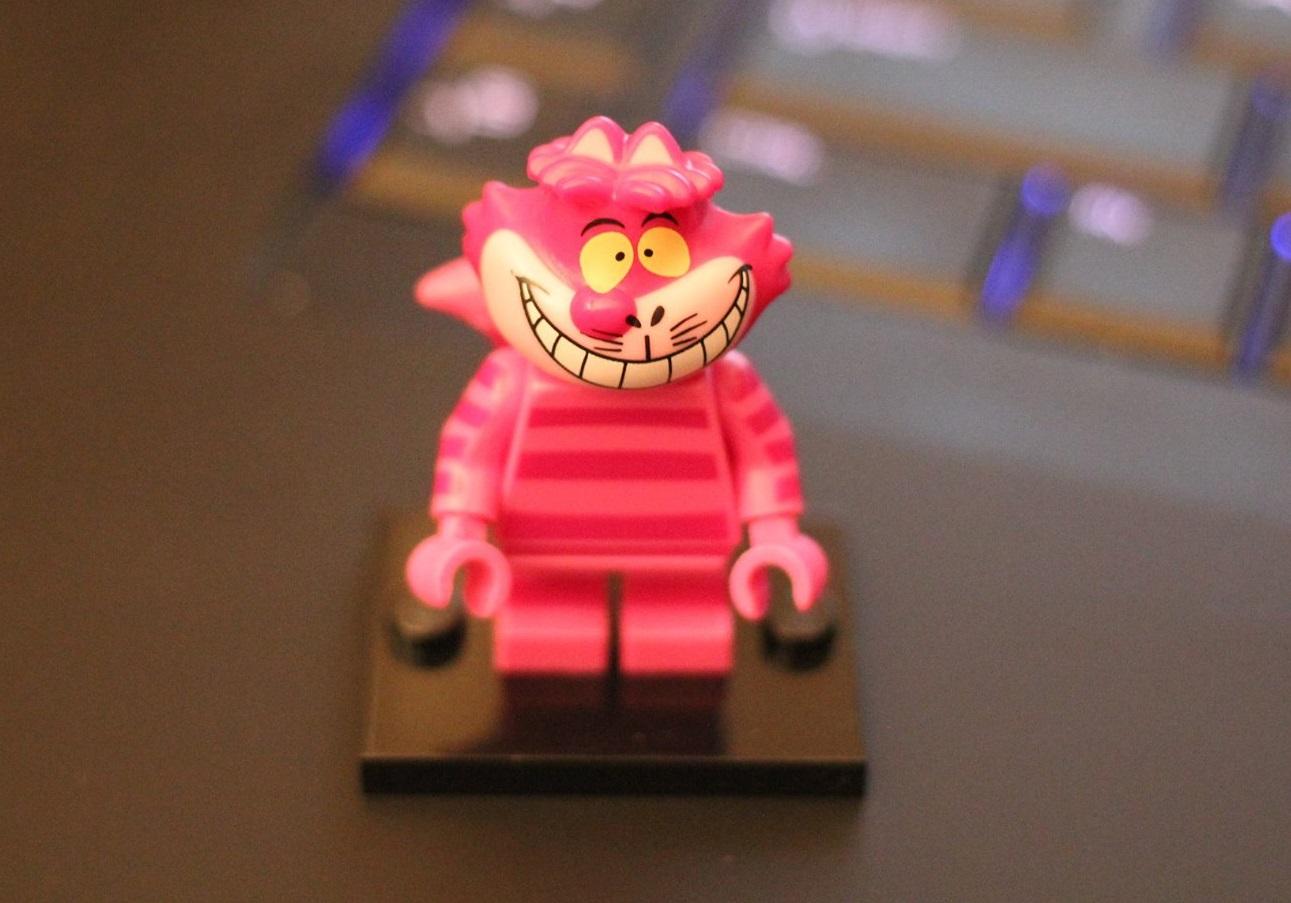 http://minifigpriceguide.com/wordpress/wp-content/uploads/2016/05/Lego-Disney-71012-Cheshire-Cate-Minifigure-Misprint.jpg