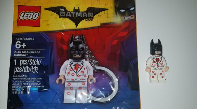 Lego Kiss Kiss Tuxedo Batman Keychain 5004928 review and Keychain Removal